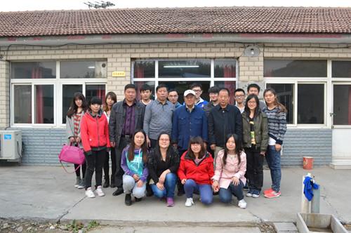 在该村党支部书记刘学正的引导下,大家各抒己见对新农村的建设提供图片